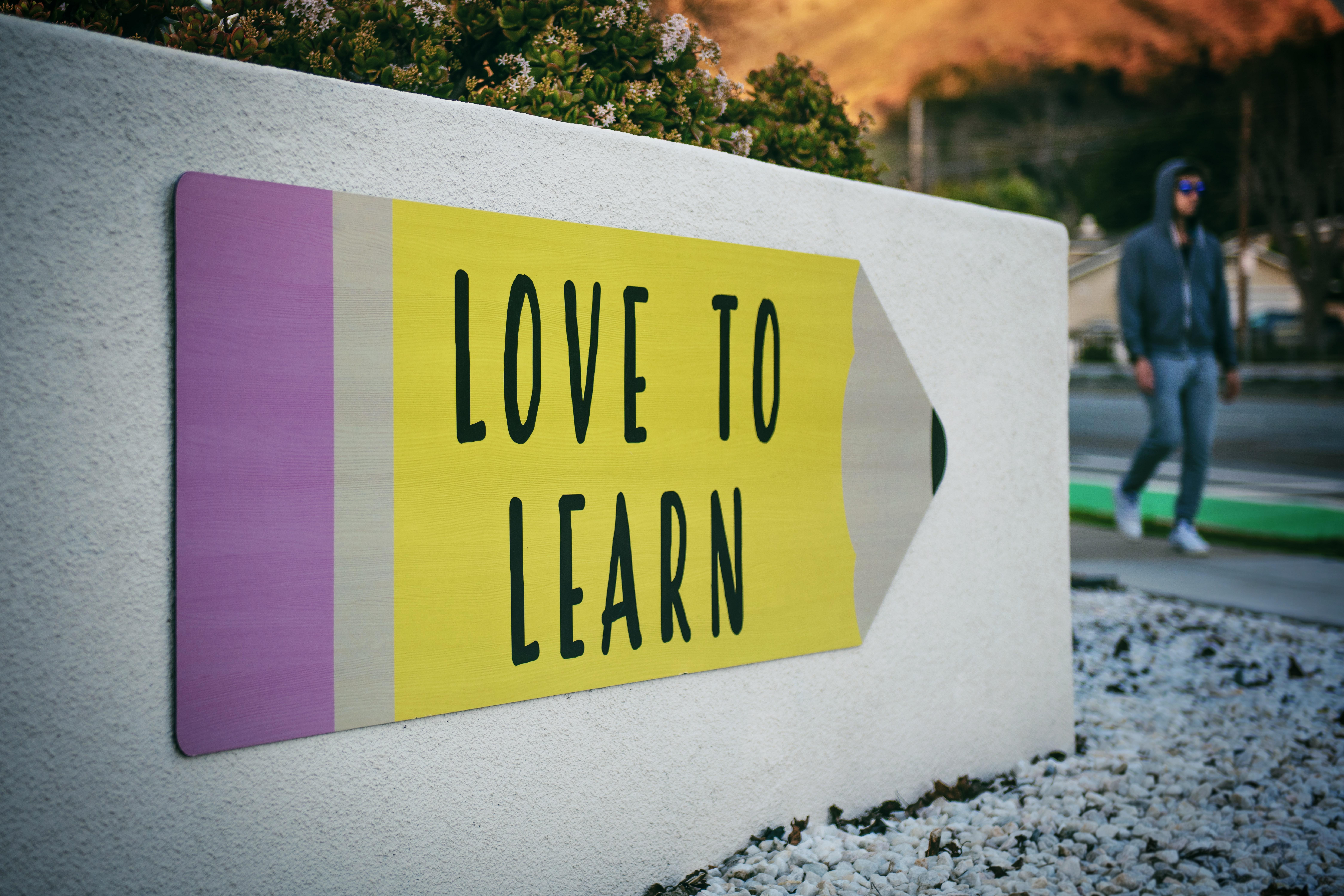 Education, enseignement, recherche, relations presse, rp